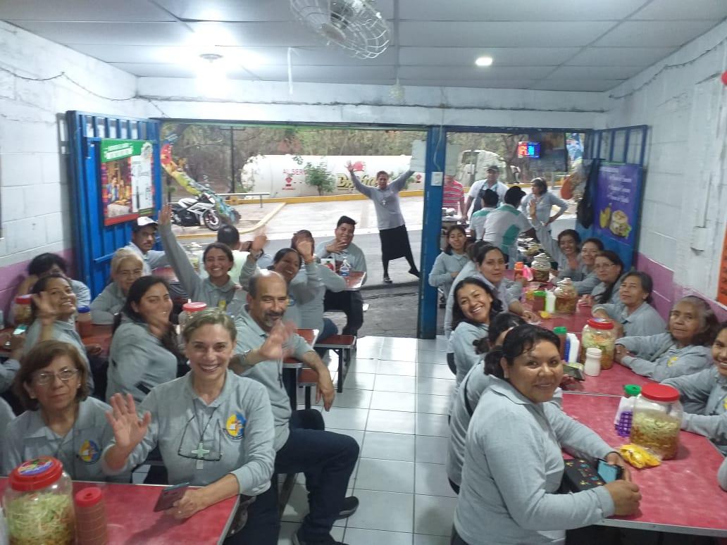 Misioneros de la Palabra, esperando volver a México.