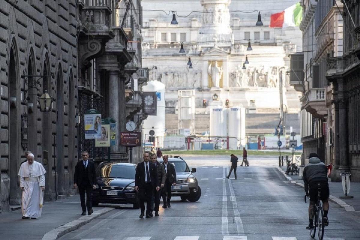 El Papa Francisco sobre la Vía Corso en Roma. Foto: Radio Vaticana.
