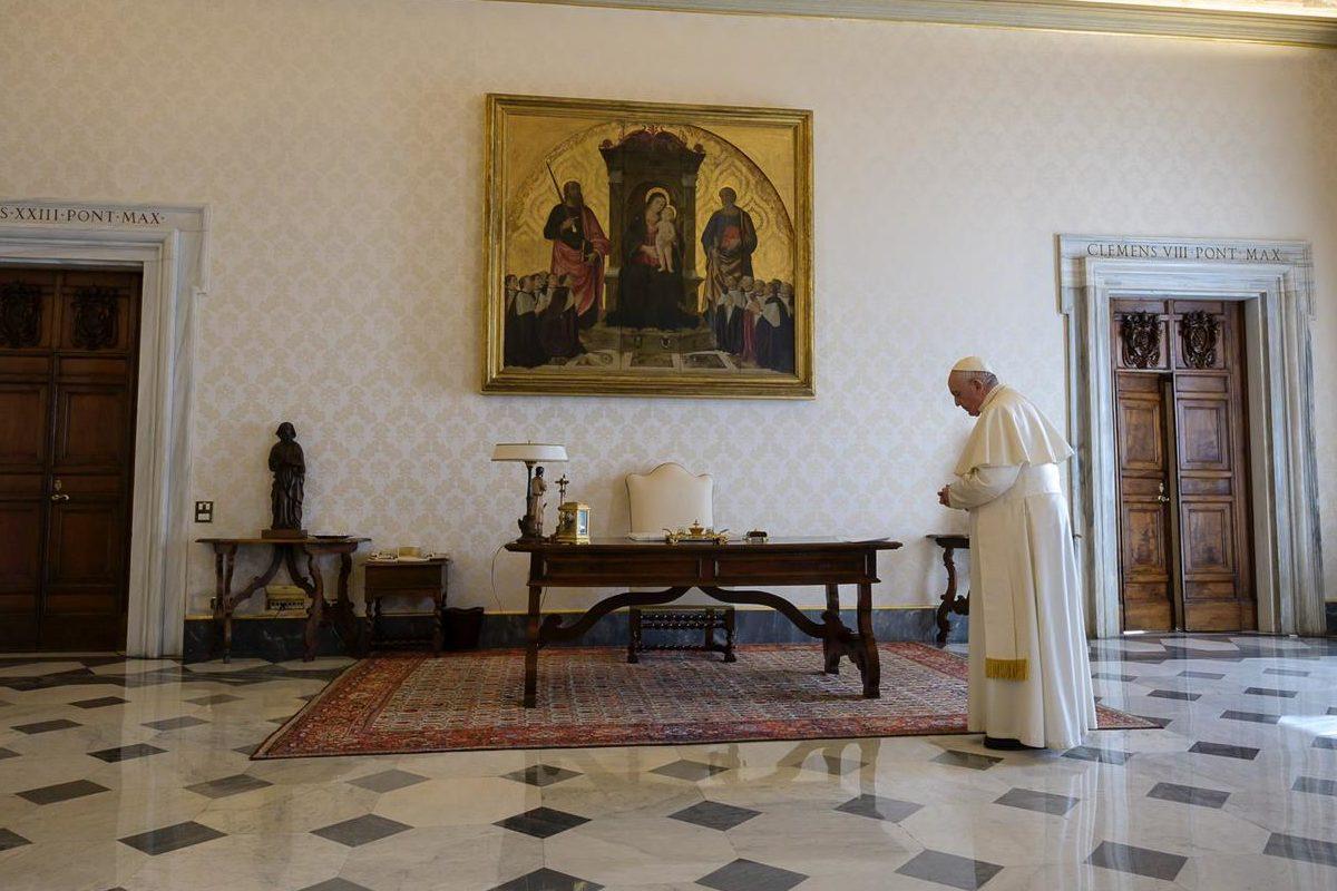El Papa rezó el Padrenuestro para poner fin a la pandemis de coronavirus COVID-19. Foto Vatican Media