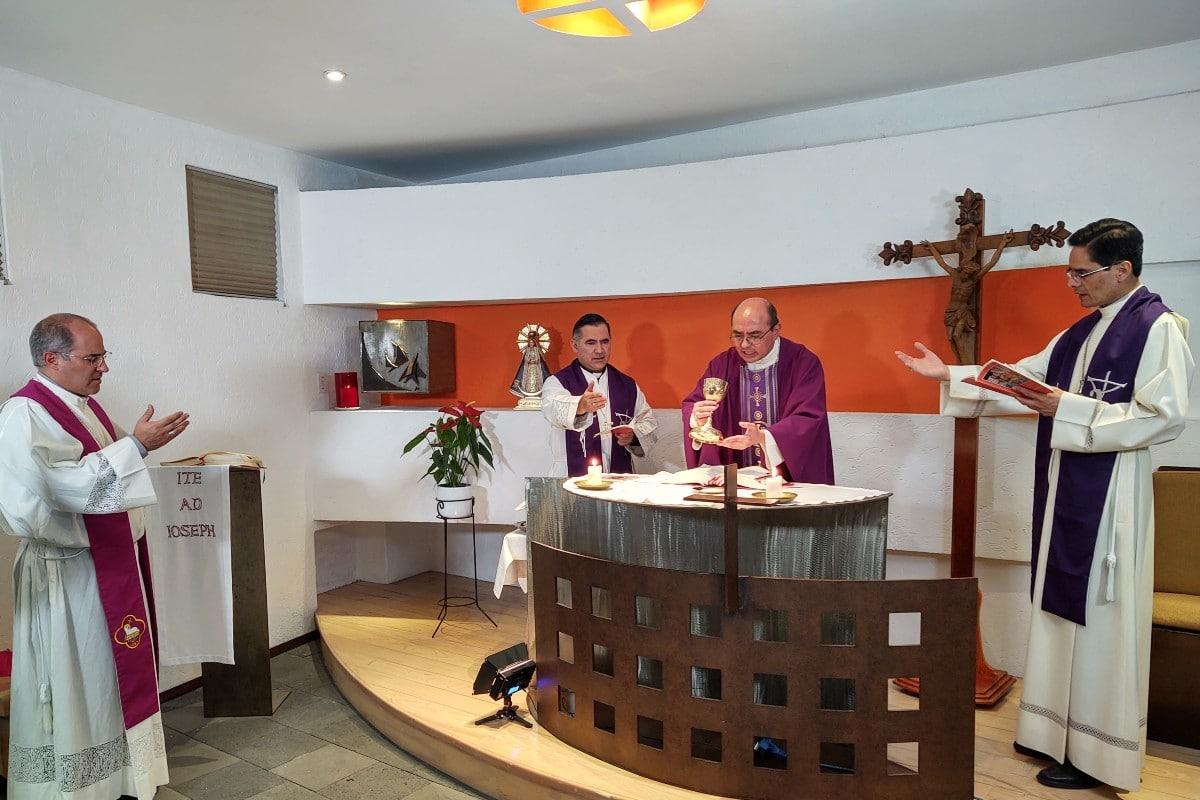 Misa en la Casa Episcopal de la Arquidiócesis de México.