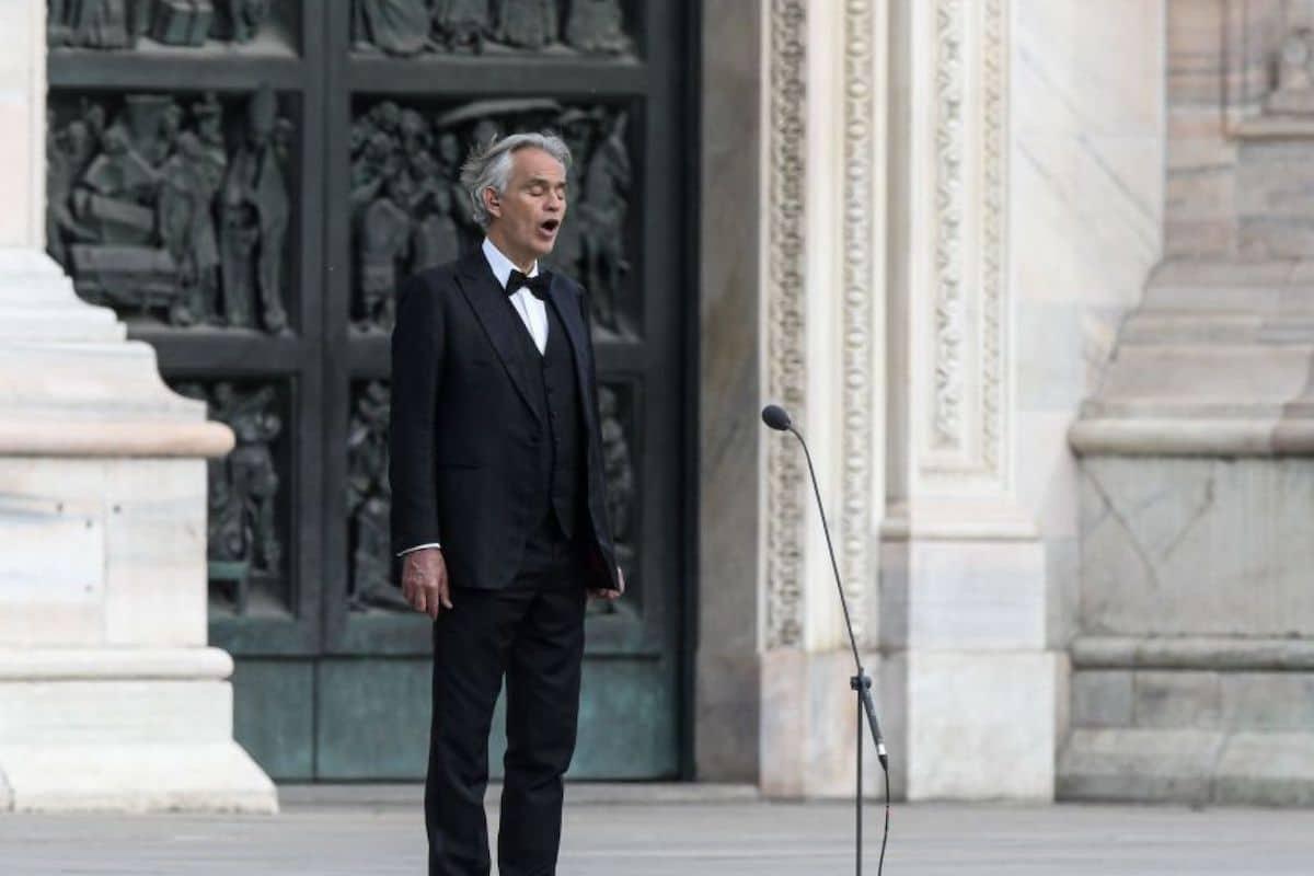 Andrea Bocelli en el concierto Music for Hope en la Catedral de Milán.