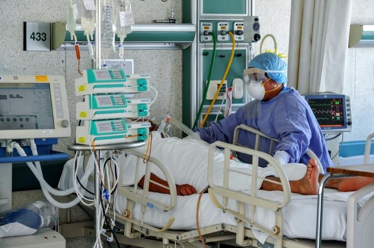 Los médicos de todo el mundo enfrentan gran estrés debido a la pandemia.