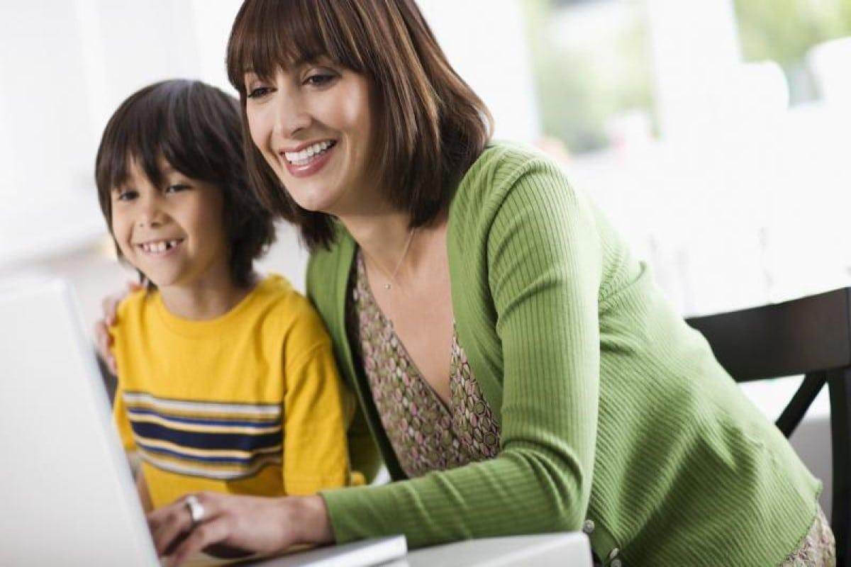 Los padres deben estar al tanto de los contenidos que consumen sus hijos. Foto: https://www.commonsensemedia.org