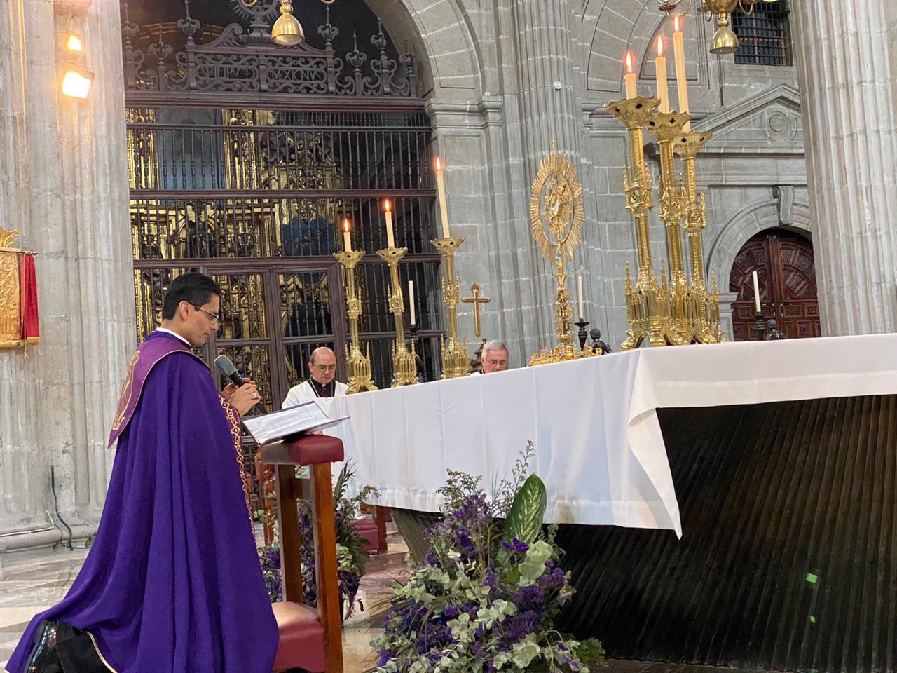 Hora Santa en la Catedral Metropolitana.