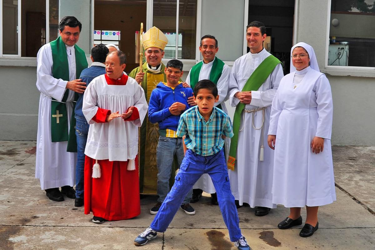 Visita de Monseñor Samaniego a la Casa Hogar para Niños Incurables durante la Megamisión 2019.