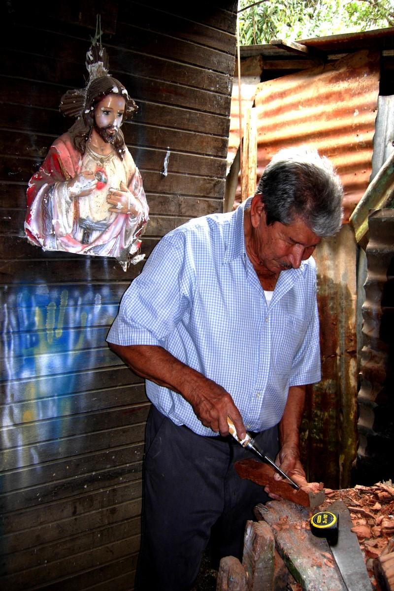 Oración de ofrecimiento de obras. Foto: Cathopic