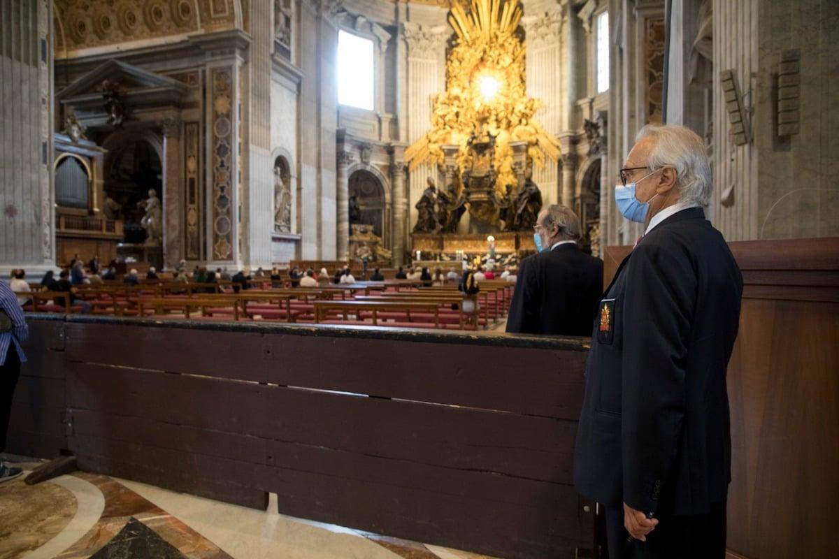 Interior de la Basílica de San Pedro el primer día de su reapertura por la pandemia de coronavirus COVID-19. Foto: Pablo Esparza