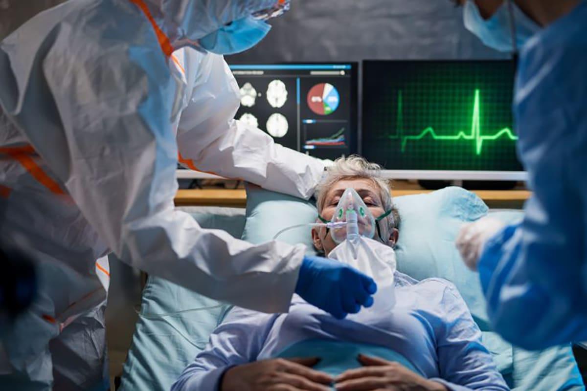 El personal de salud puede ayudar a la persona a morir en paz. Foto: EPR