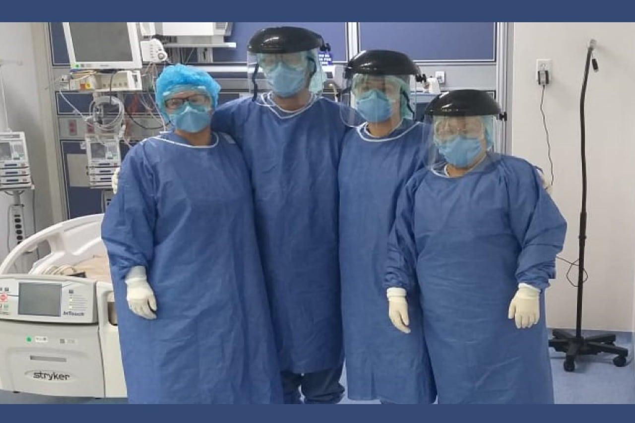 Médicos y enfermeras del Hospital General, unidad de terapia intensiva. Foto Cortesía Magdalena González