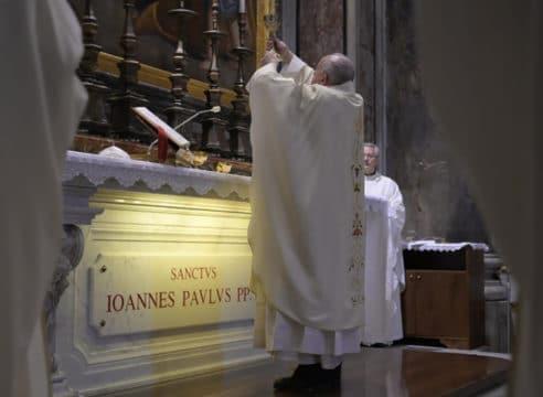 El Papa Francisco celebra Misa por el centenario de san Juan Pablo II