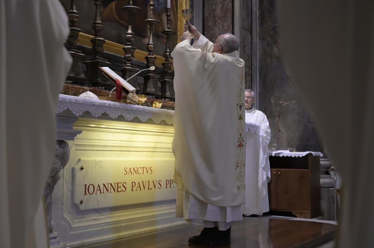 El Papa Francisco en la Misa por el centenario de san Juan Pablo II. Foto: Vatican Media.