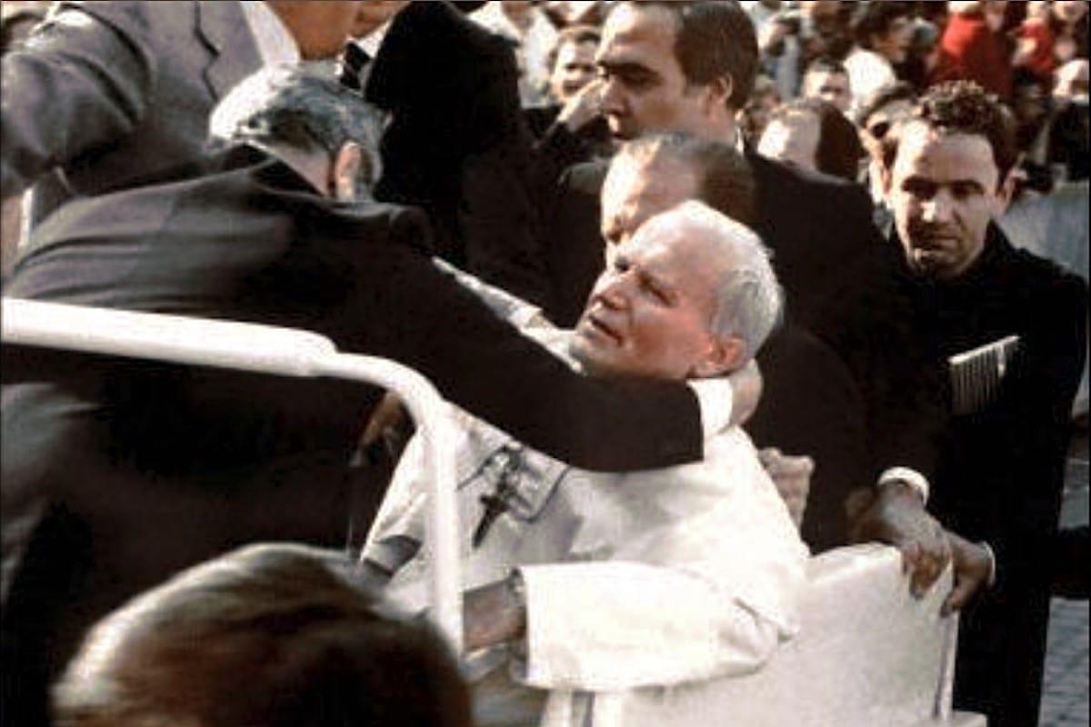 El atentado contra Juan Pablo II ocurrió hace 39 años, el 13 de mayo de 1981, en la Plaza de San Pedro. Foto Zenit