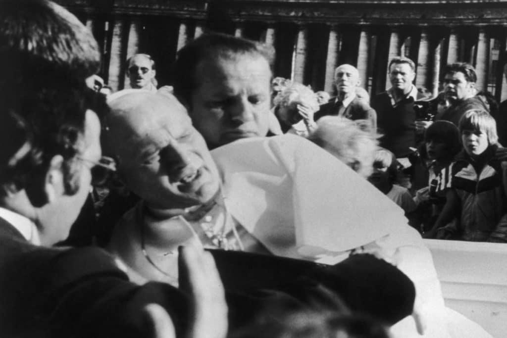 Juan Pablo II fue herido en el abdomen. Foto muyhistoria.es