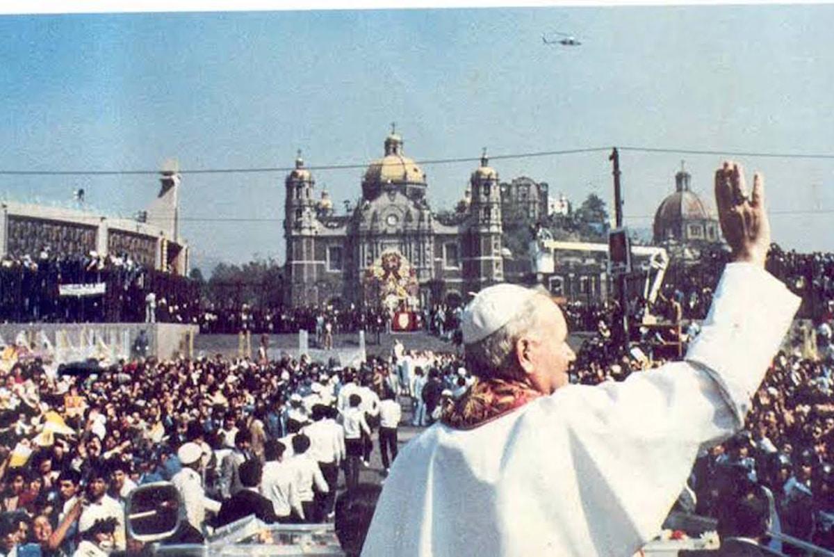 San Juan Pablo II en la Basílica de Guadalupe.
