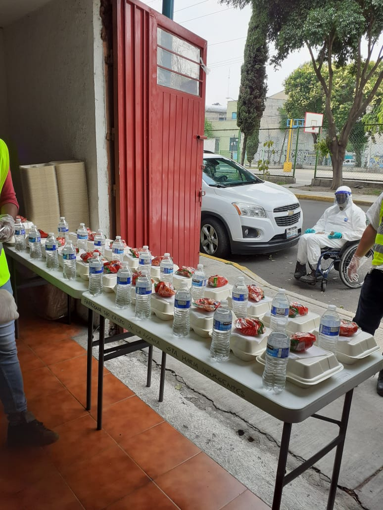 El comedor reparte 100 raciones de alimento diariamente.