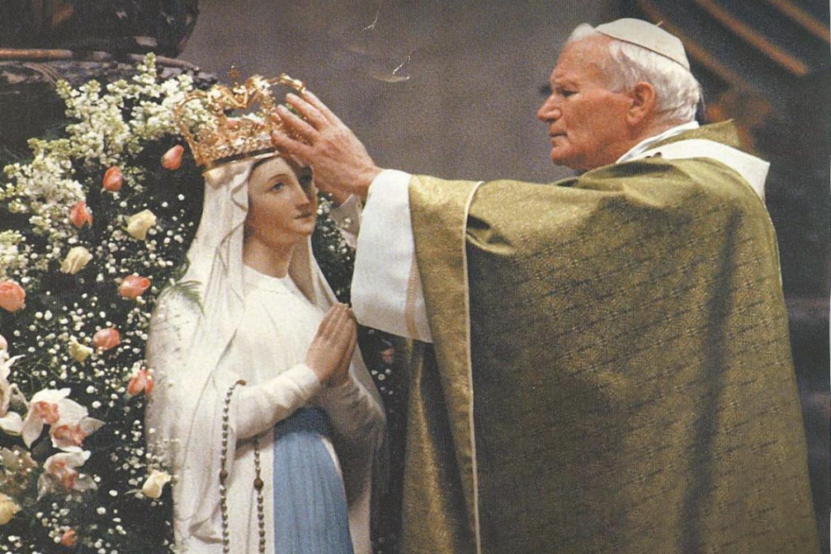 Desde su infancia, Juan Pablo II expresaba su amor a la Virgen María.