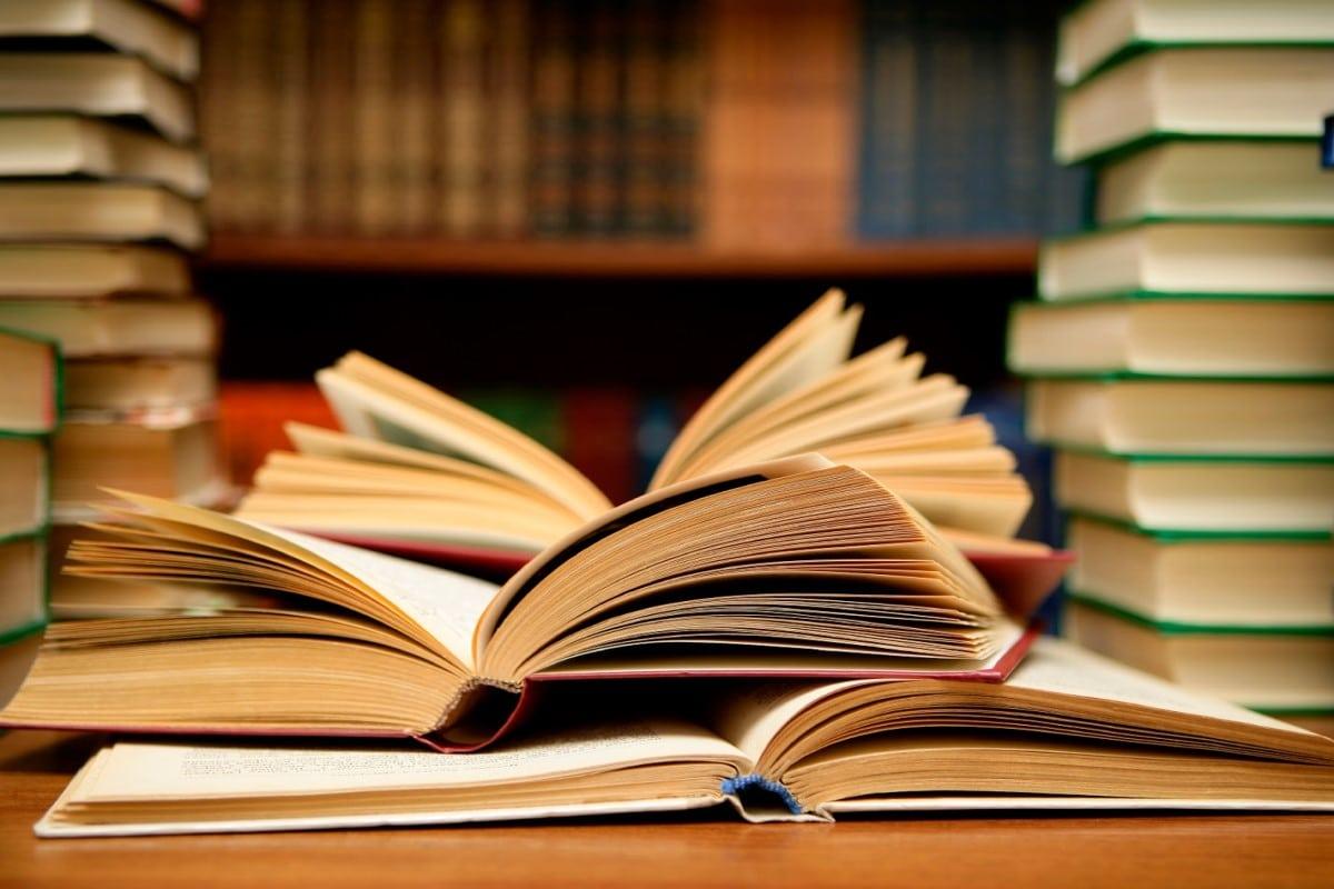 Entre la oferta de La Retama Editorial están textos literarios, ensayos y documentos pontificios.