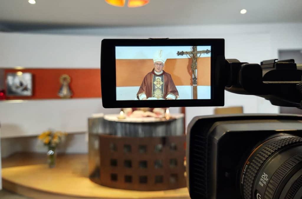 Monseñor Daniel Rivera en la Misa por internet de los Obispos Auxiliares de la Arquidiócesis Primada de México. Foto: Ricardo Sánchez.