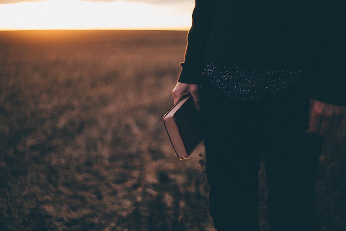 La meditación cristiana parte de la lectura de textos sagrados. Foto: Dimitri Conejo/Cathopic.