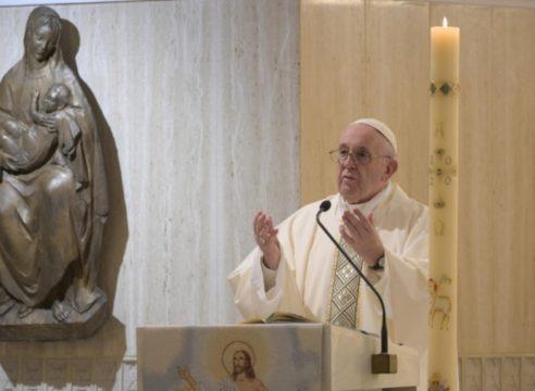 Ante la mundanidad espiritual, Dios nos defiende: Papa Francisco