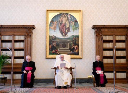 La oración, un refugio ante la maldad: Papa Francisco