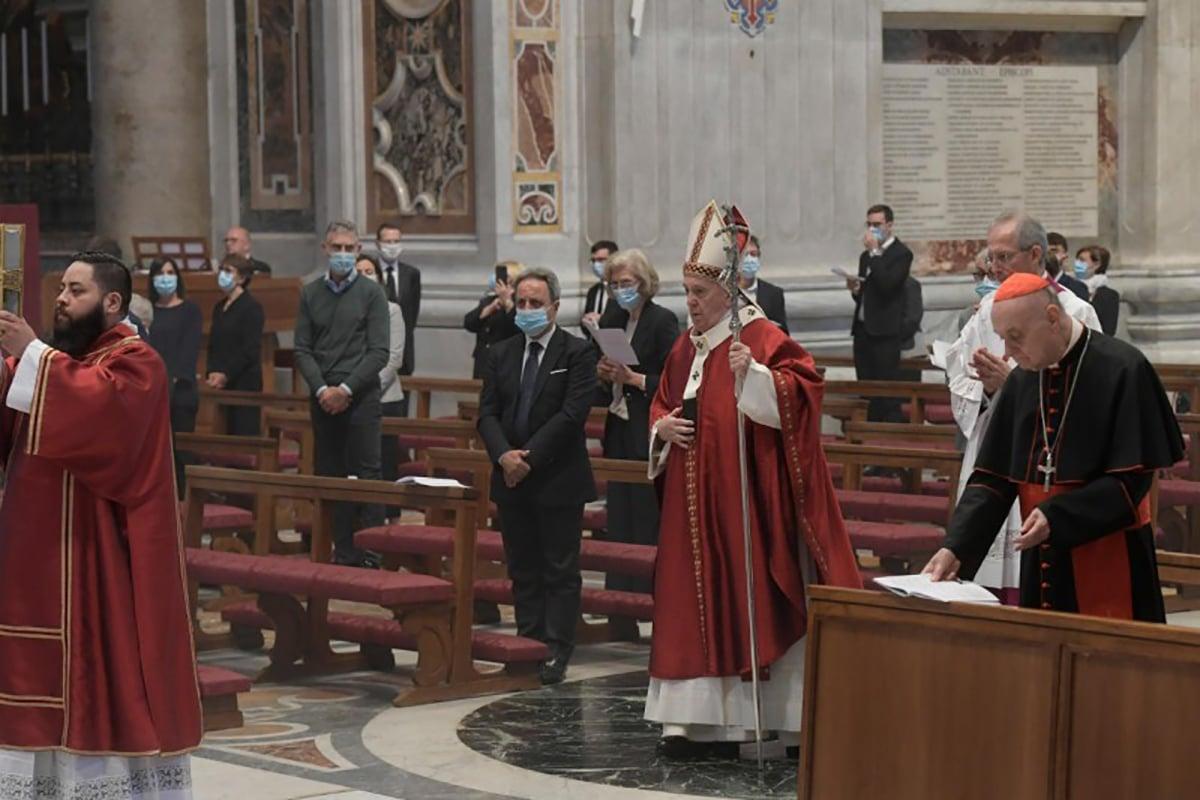 El Papa Francisco al inicio de la Misa por Pentecostés. Foto: Vatican Media.
