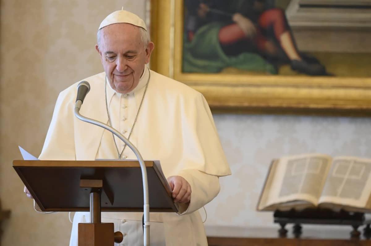 El Papa Francisco durante el Regina Coeli del 17 de mayo de 2020. Foto: Vatican News.