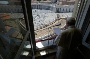El Papa Francisco encabeza el Regina Coeli en la Solemnidad de Pentecostés 2020. Foto: Vatican News.