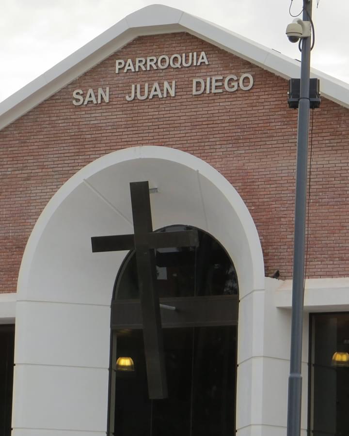 Exterior de la Parroquia de San Juan Diego en Argentina. Foto: Carlos Villa Roiz