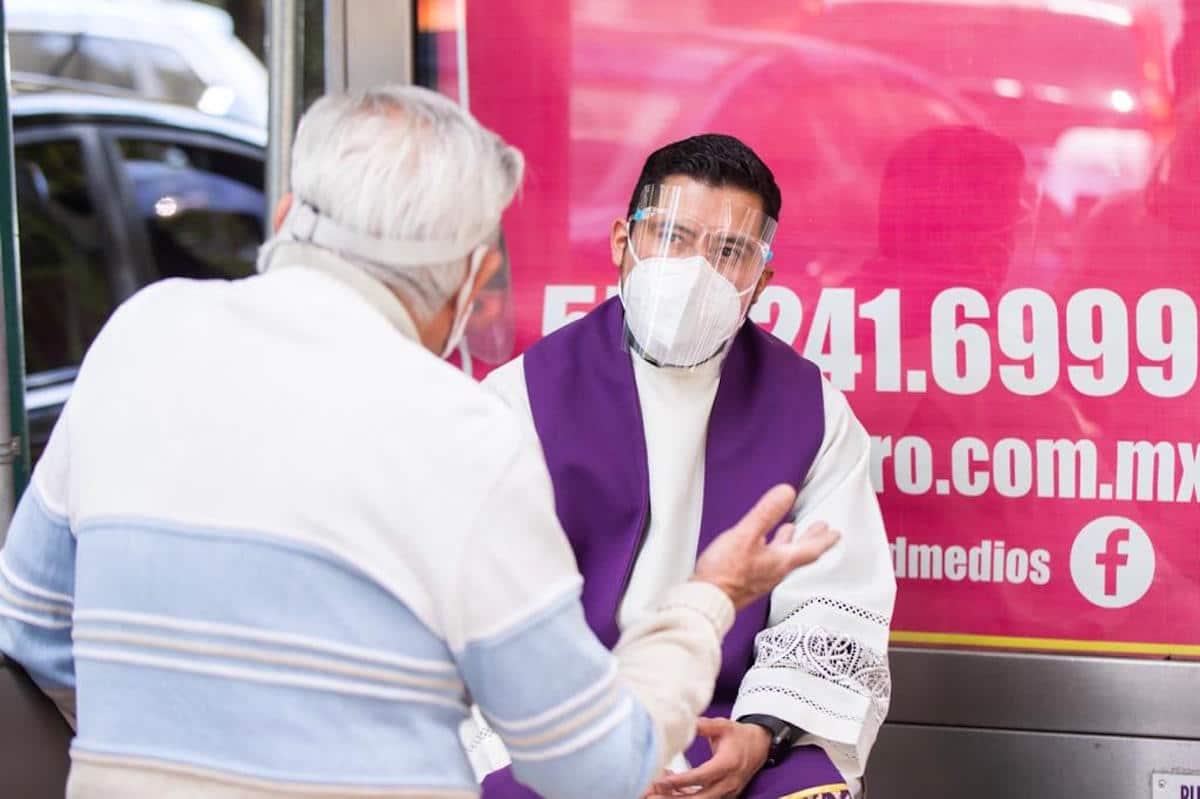 El Sacramento de la Confesión experimentará algunos cambios mientras la pandemia de COVID-19 esté latente. Foto: María Langarica