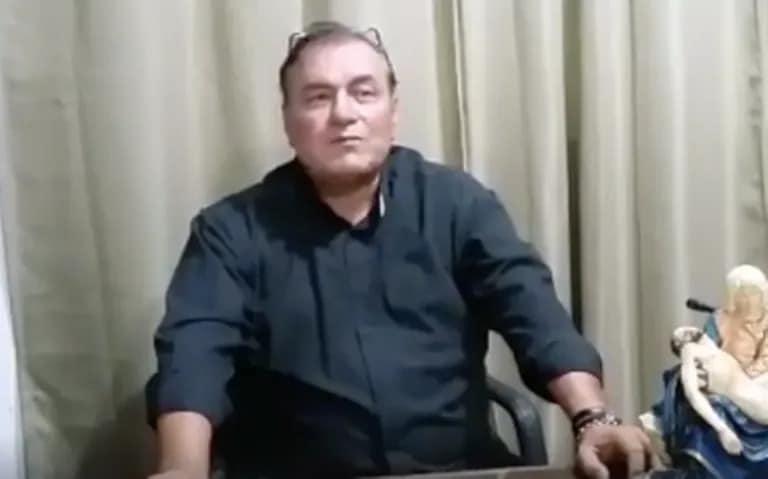 El padre Carlos Aceves grabó un video para sus feligreses, antes de enfermar de COVID-19.