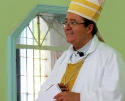 El mensaje de fe de un Obispo que perdió a tres familiares por COVID-19