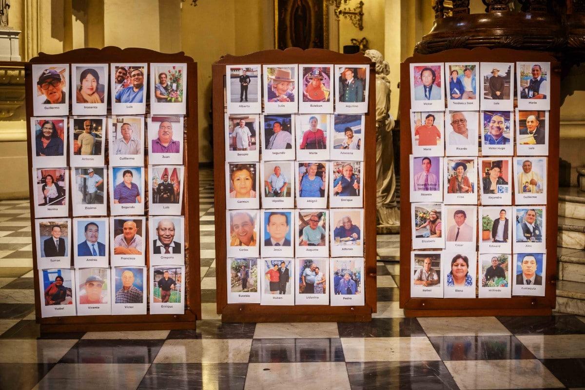 Las fotografías ocuparon las bancas, columnas y paneles de la Catedral. Foto: Twitter Arzobispado de Lima.