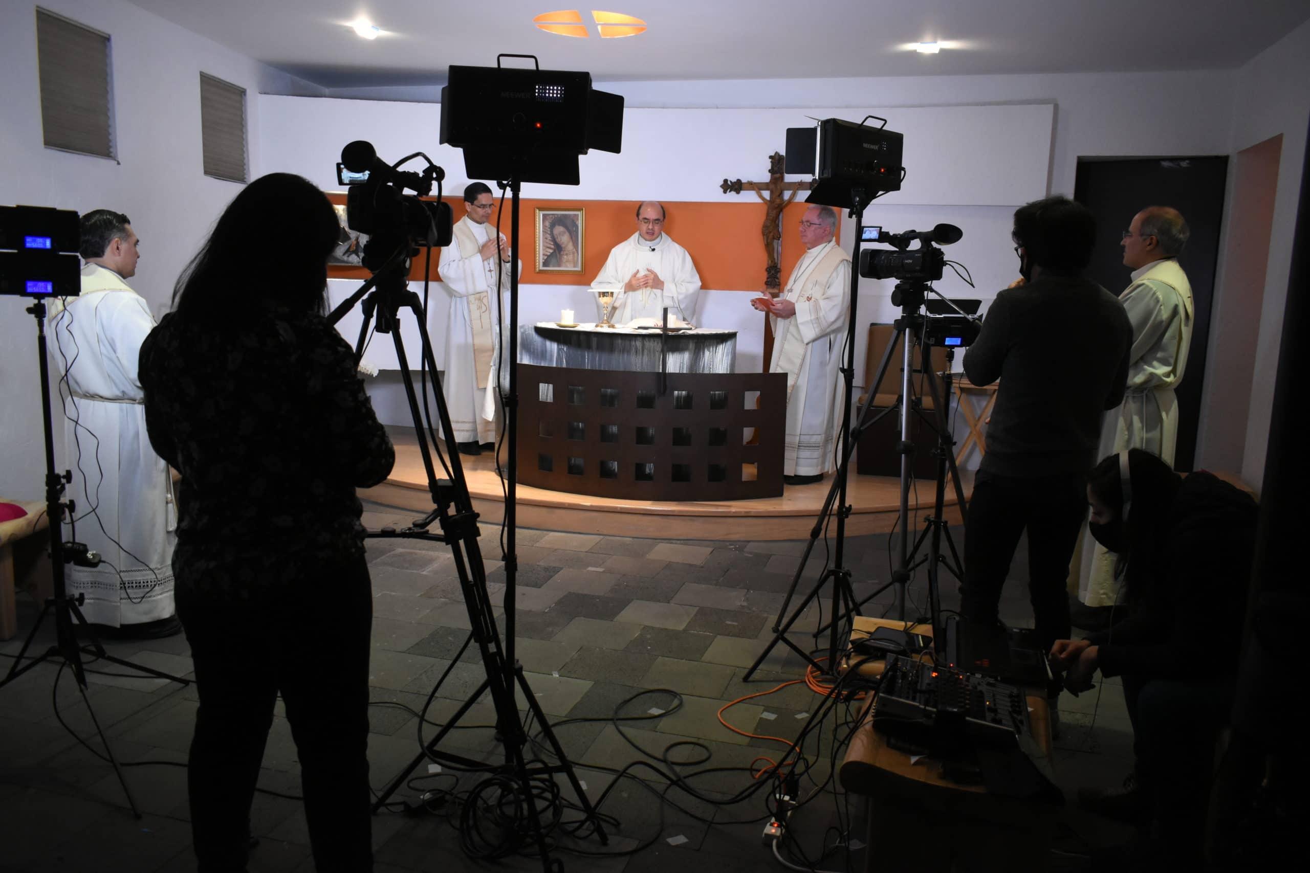Detrás de cámaras de la Misa de los Obispos Auxiliares. Foto: Ricardo Sánchez.