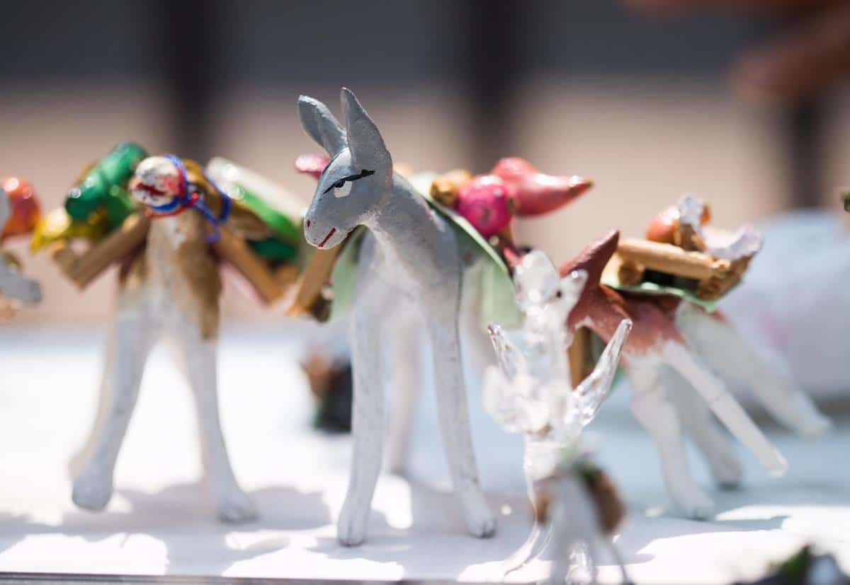 También se regalan mulas de materiales como el barro. Foto: María Langarica