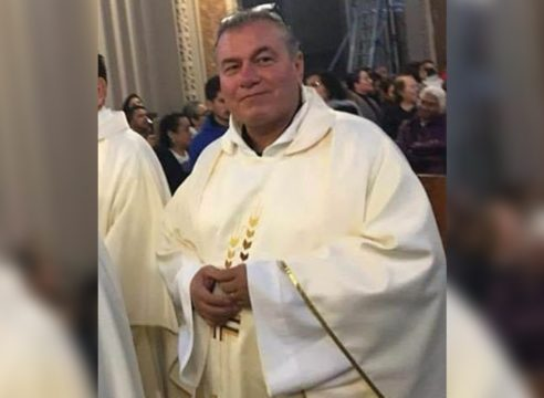 El padre Carlos abogó por los enfermos COVID; murió a causa del virus