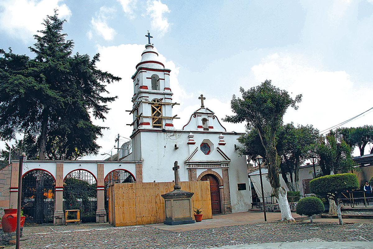 En el sismo de 2017, esta iglesia sufrió daños en el campanario, barda perimetral y en la fachada. Foto: Alex García