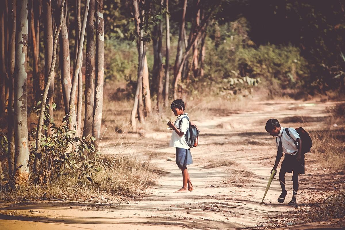 Los niños son los más afectados en un mundo dominado por la desigualdad económica. Foto: Cathopic.