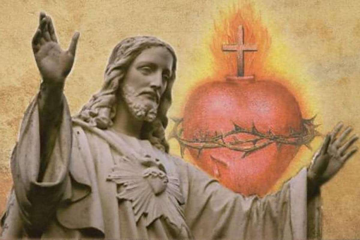 Consagremos nuestra familia al Sagrado Corazón de Jesús.