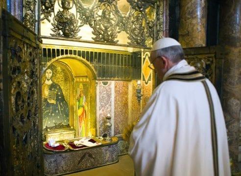 ¿Cómo se encontraron los restos y la tumba de san Pedro?
