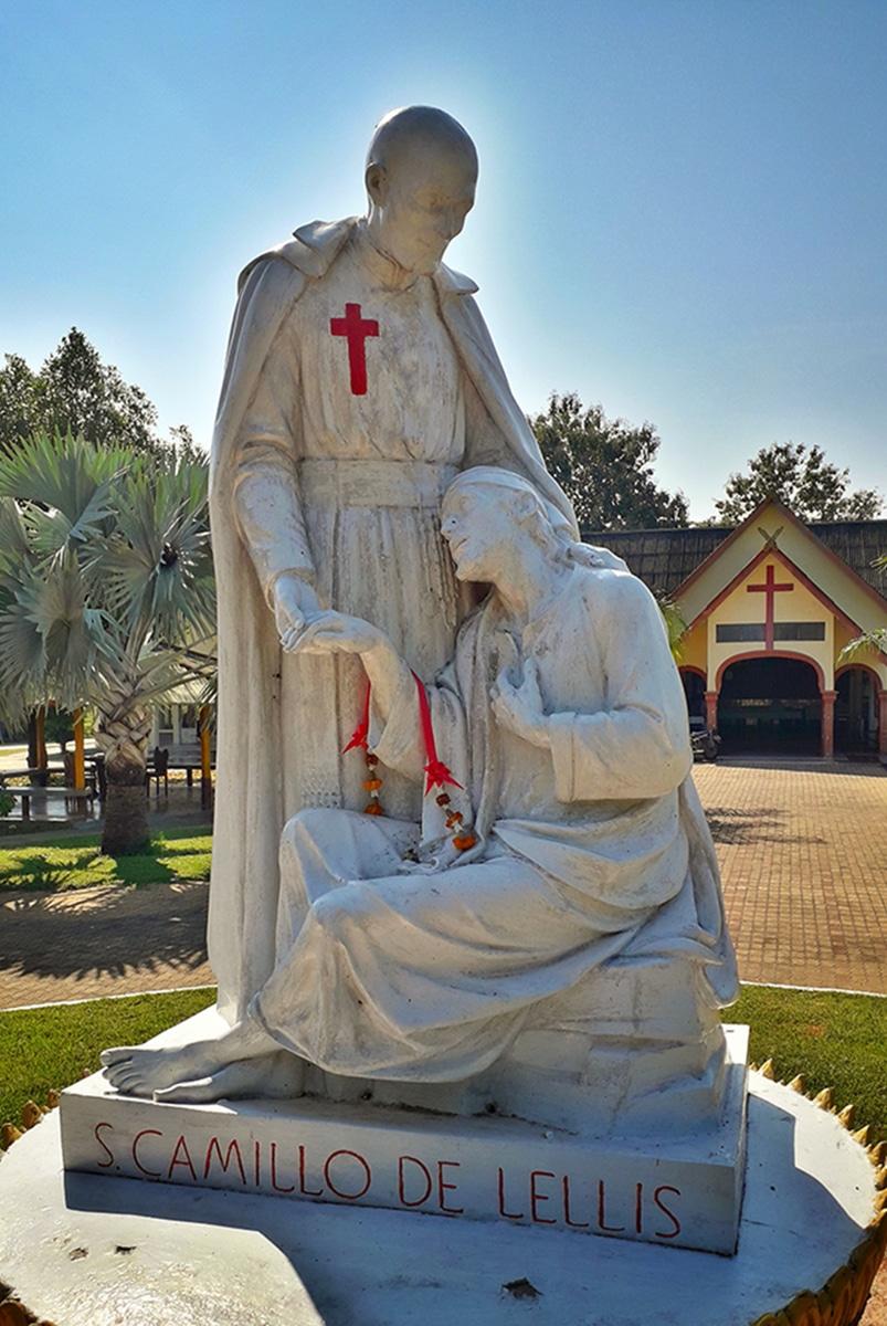 Estatua a San Camilo de Lelis. Foto: Cathopic