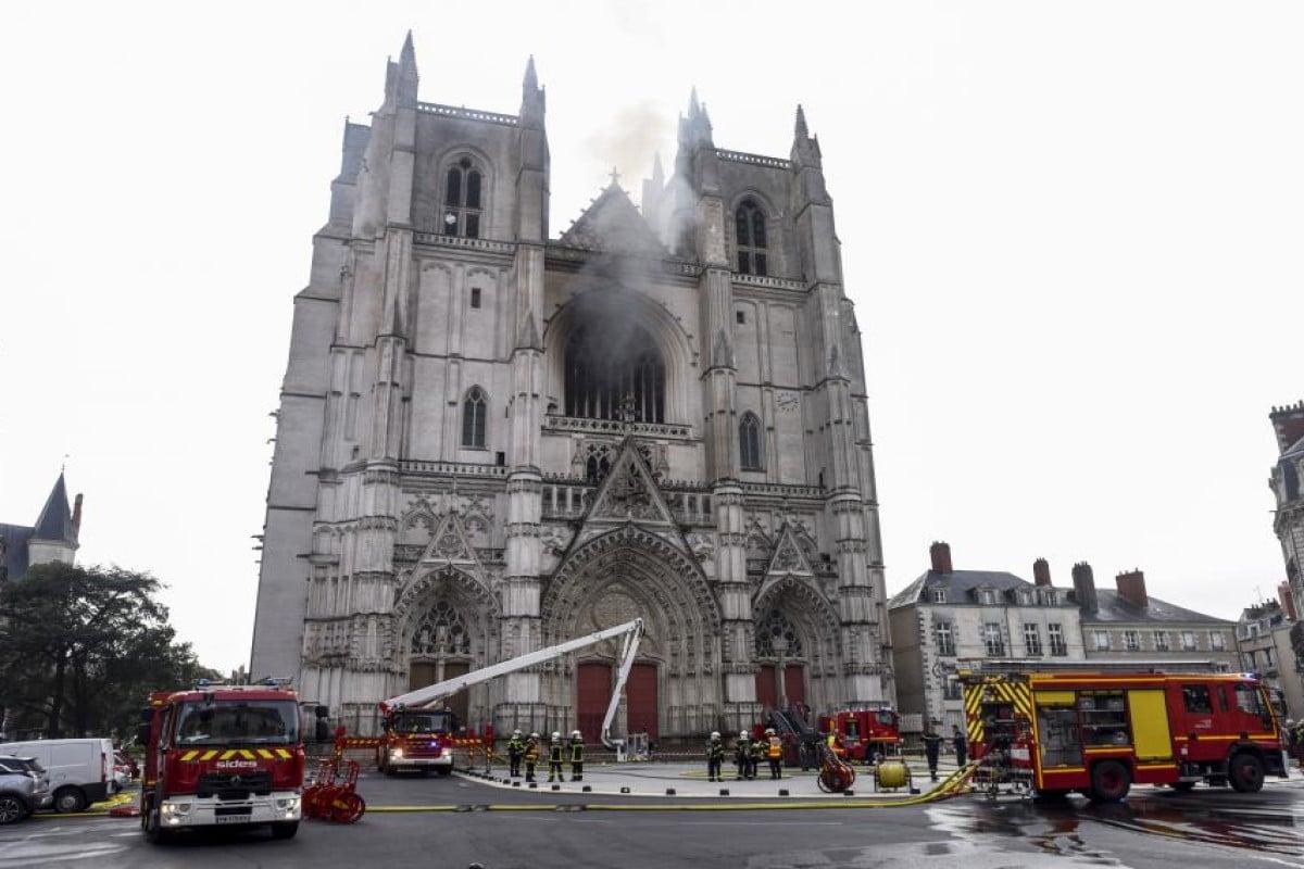En la icónica Catedral de Nantes en Francia, se registró un fuerte incendio. Foto Télam