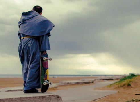Fray Gabriel, el franciscano que evangeliza en patineta
