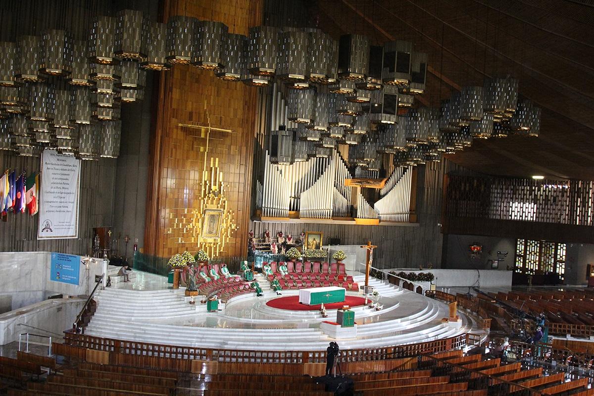 La Misa presidida por el Arzobispo Aguiar se transmite por internet y televisión. Foto: INBG/Cortesía.