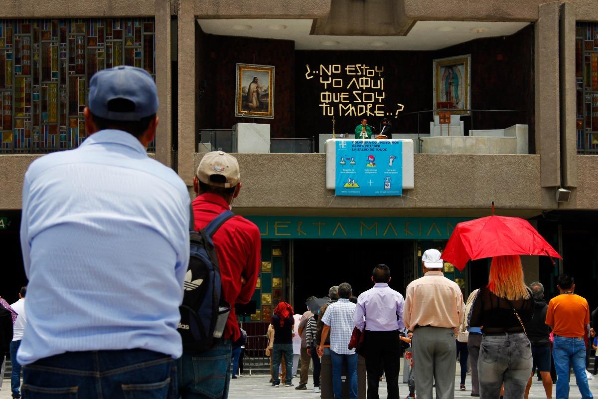 Por la mañana, se realizaron misas en la atrio de la Basílica. Foto: Javier Juárez