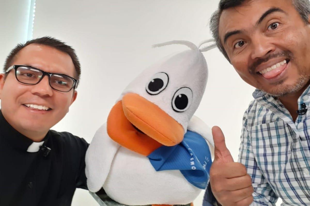 El Padre Pato, Pato Raúl y Raúl realizan el programa. Foto Cortesía P. Jesús Salinas.