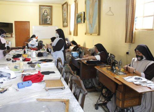 Monjas clarisas: De la costura religiosa a crear cubrebocas por COVID-19