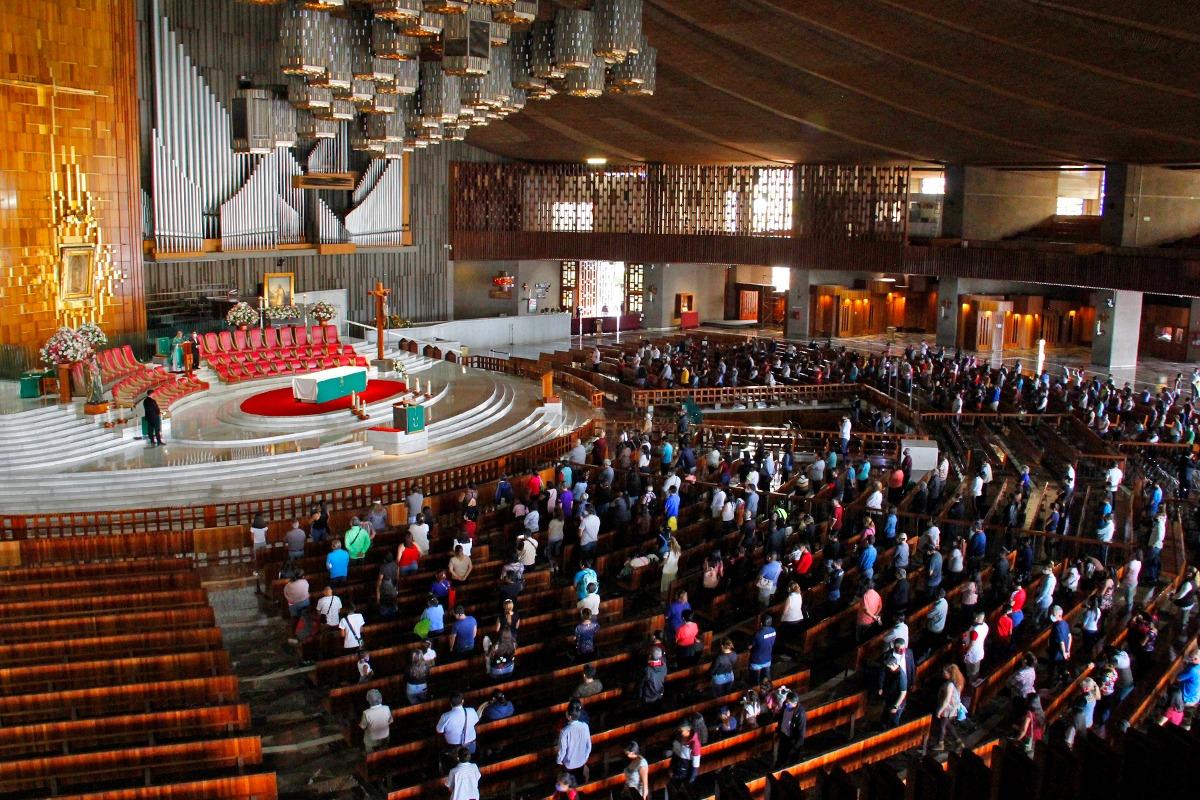 La primera Misa al interior de la Basílica de Guadalupe después de cuatro meses. Foto Javier Juárez/Desde la fe.