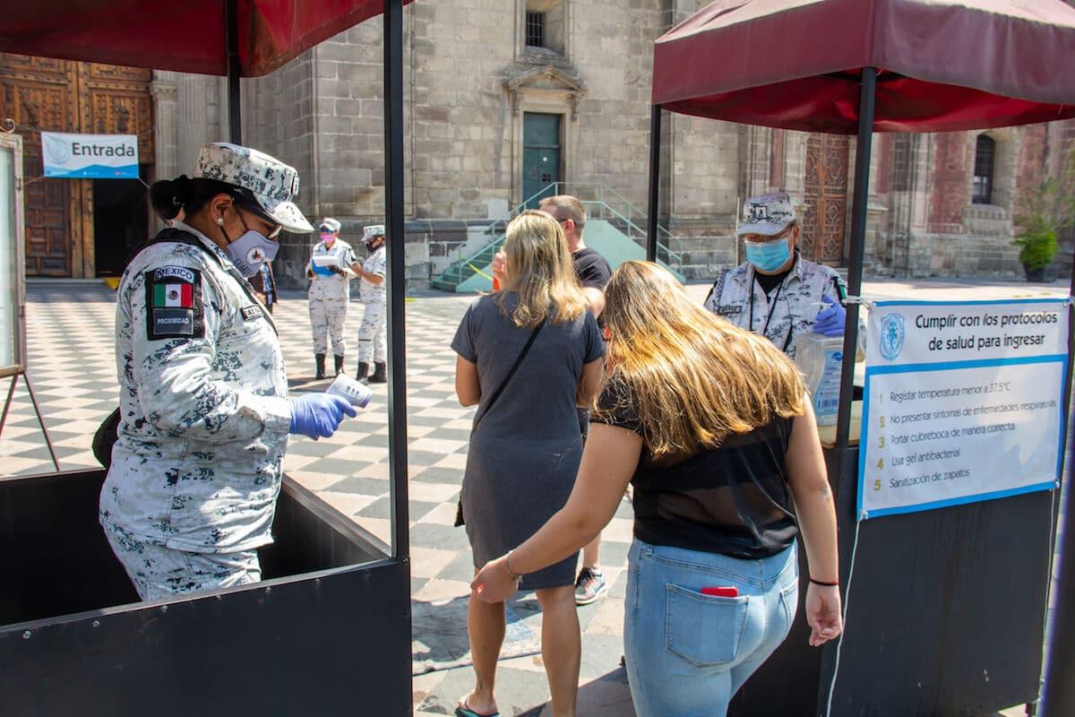 Quienes deseen ingresar a la Catedral Metropolitana durante la reapertura de templos, deben de respetar los protocolos de sanidad Foto: Javier Juárez