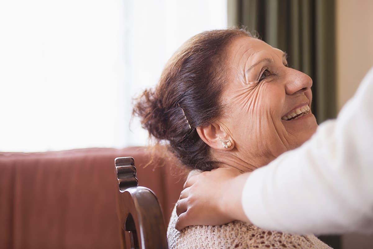 Una buena comunicación mejora la calidad de vida de los adultos mayores: Foto: Blend images/ Alamy.